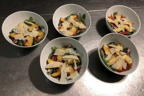 Salade peche jambon parmesan