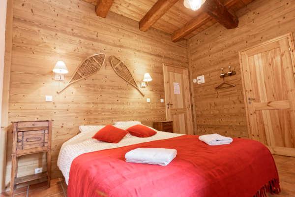 Chambre Rouya  lit