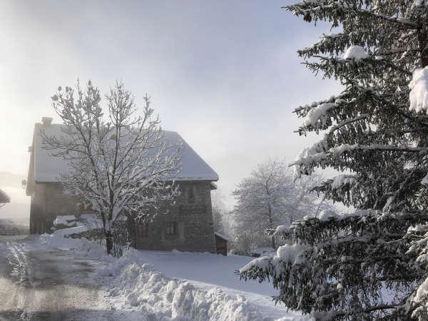 Clot Saint Joseph Nord route enneigée et soleil